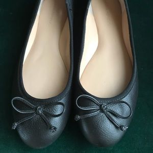 Leather BANANA REPUBLIC black bow flats size 8.5
